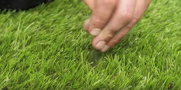 laying artificial grass in uneven ground